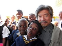 South Africa (2009). Mr. Taniyama's delightful face was impressive when he explained the photo. (Watanabe)