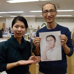 Mr. Hosono drew a portrait of the next interviewee. He was extremely skillful! He drew it by tracing a photo with iPad. This work of art was accomplished by his engineering skills. It was interesting that the work of portrait reflected the staff member's character.